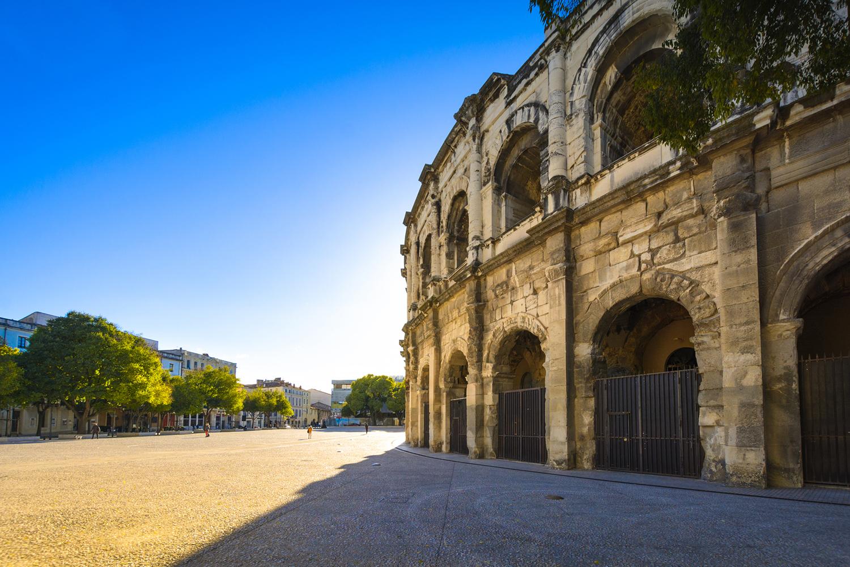 les arènes de Nîmes département du gard situation géographique du cabinet fontanès