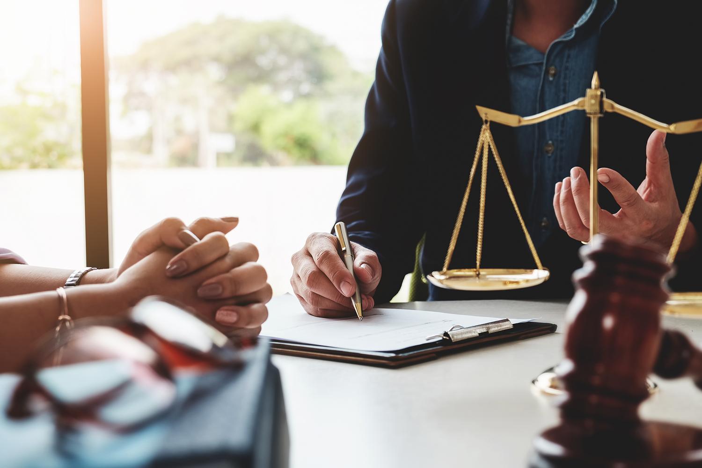 mission du cabinet d'expertise comptable d'Estelle fontanès avocat avec sigle juridique balance contentieux mission juridique du cabinet fontanès